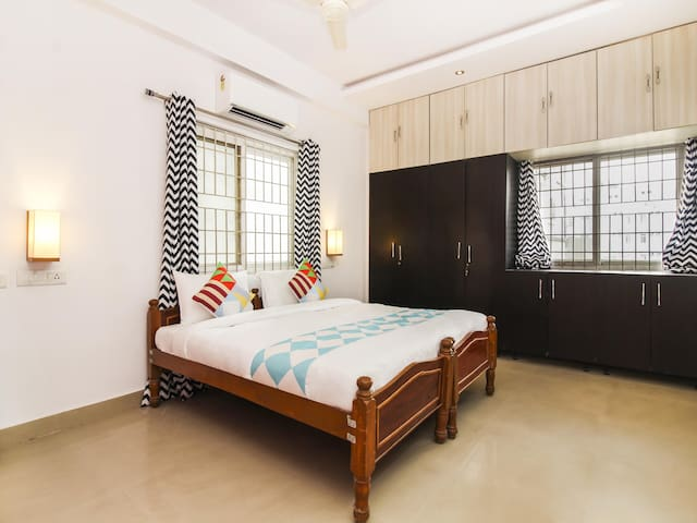 OYO - Spacious 1BR Home in Hyderabad (Discount Alert!)