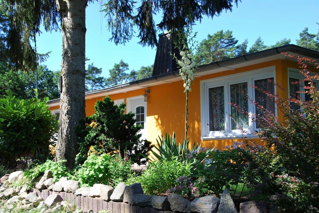 haus mit herrlichem seeblick boot bungalows for rent in krakow am see mecklenburg. Black Bedroom Furniture Sets. Home Design Ideas