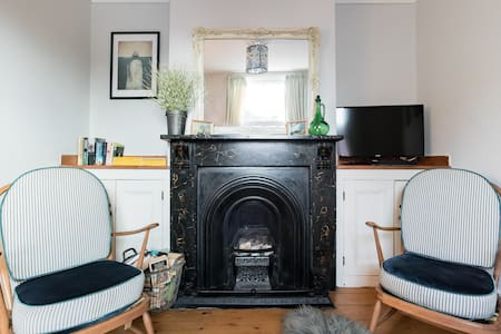 Vintage-inspired Boutique Cottage in Deal