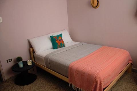 Minimalist 89 Room  with wi-fi + A/C