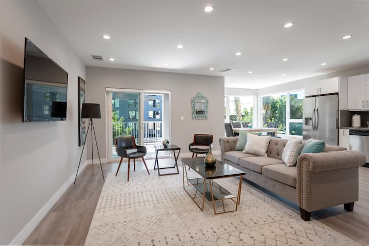 HOLLYWOOD: 99 Walk Score Condo-Brand New Building!