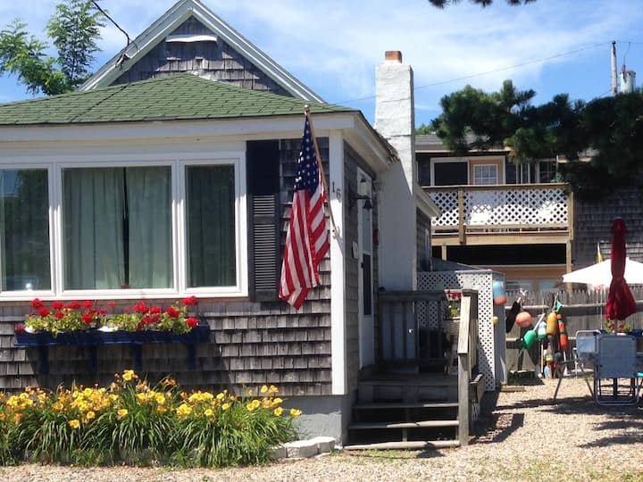 Fashionably appointed ocean view cottage