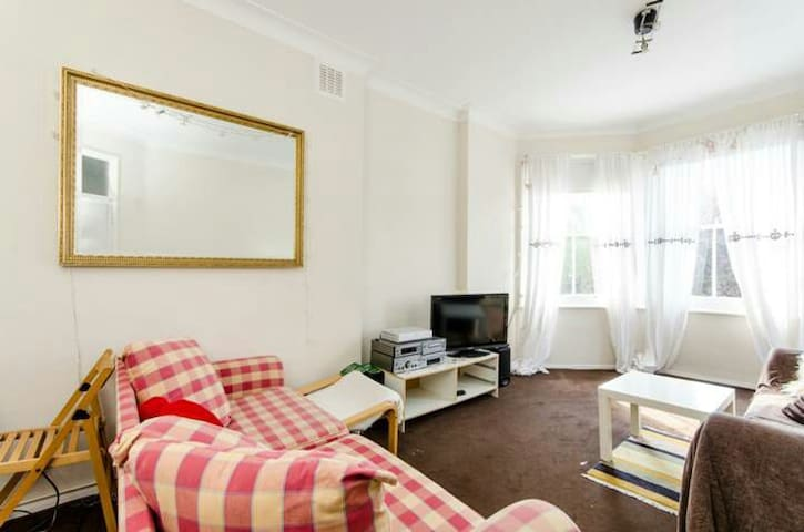 Cosy apartment just off main street - Londen - Appartement