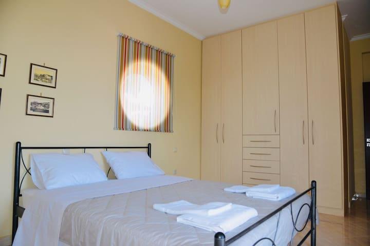 Υπνοδωμάτιο 1 ισογείου