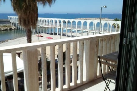 Suite beachfront near the station and port, 5 beds