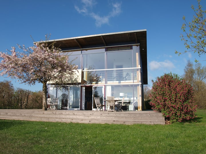 Glasshouse directly on the banks of the Müritz, private beach, WLAN, sauna, panoramic view, horse riding