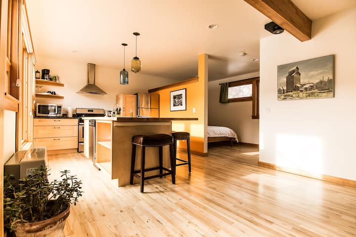 Executive cottage - Central, Clean, Private