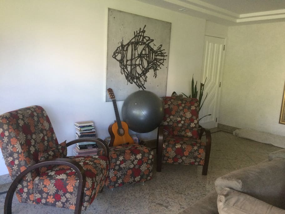 Large living room very well furnished