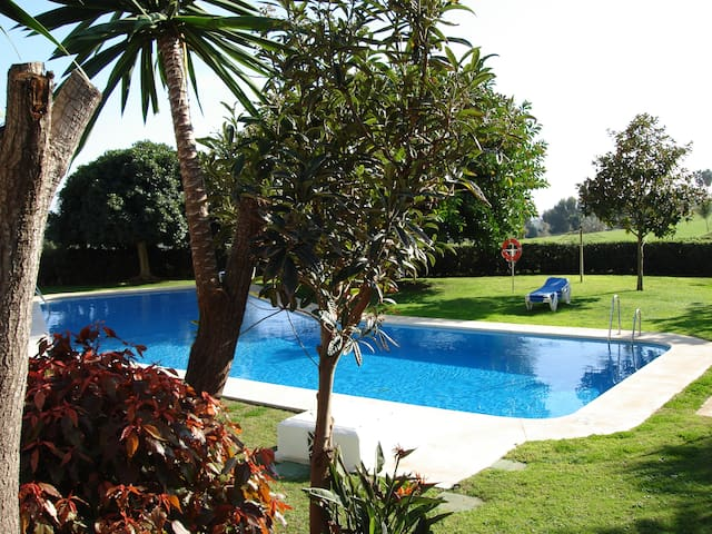 Excellent 2bed apartment. Mountain, Golf, Sea view