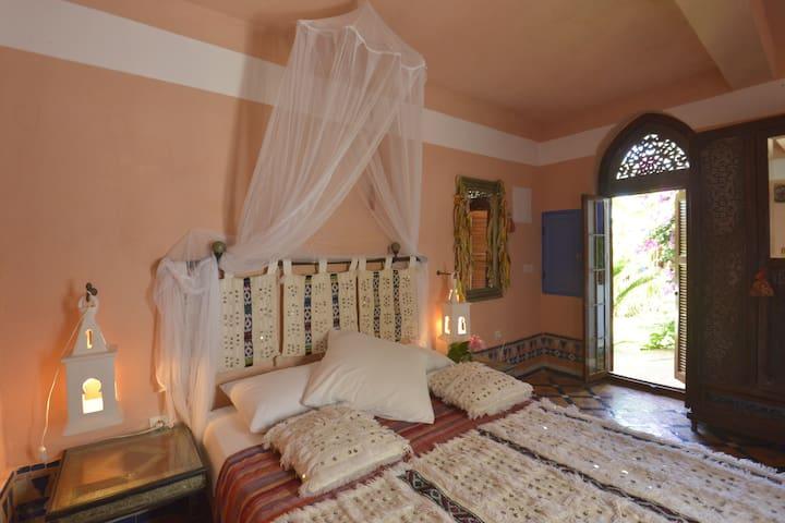 "Riad des Plages . Essanaoubar . chambre ""Damya"""