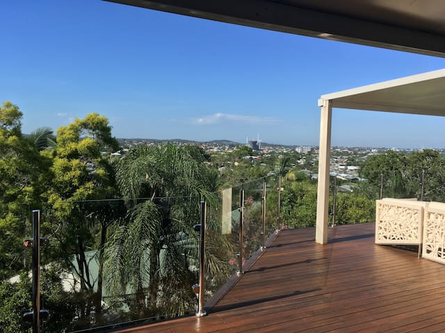 Fabulous views! Spacious, resort style living, - Seven Hills - House