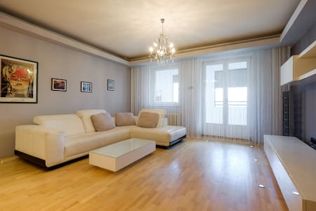 Large cozy and quiet apartment - Beograd - อพาร์ทเมนท์
