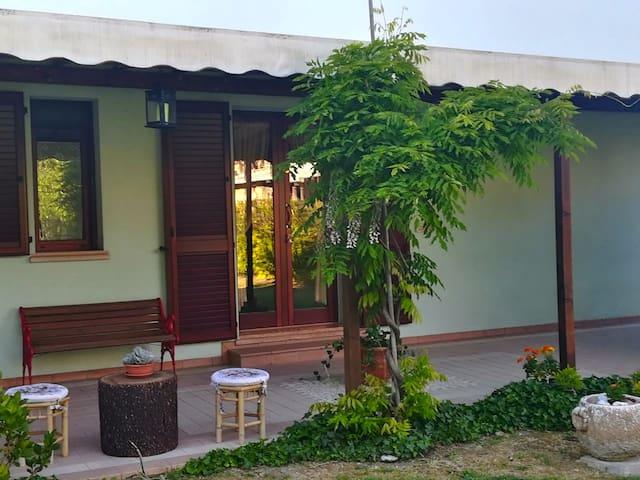 Ingresso della casa e veranda