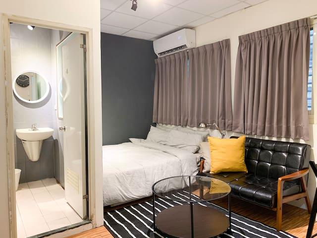 Cozy apt for couple 8min to MRT 台北小巨蛋