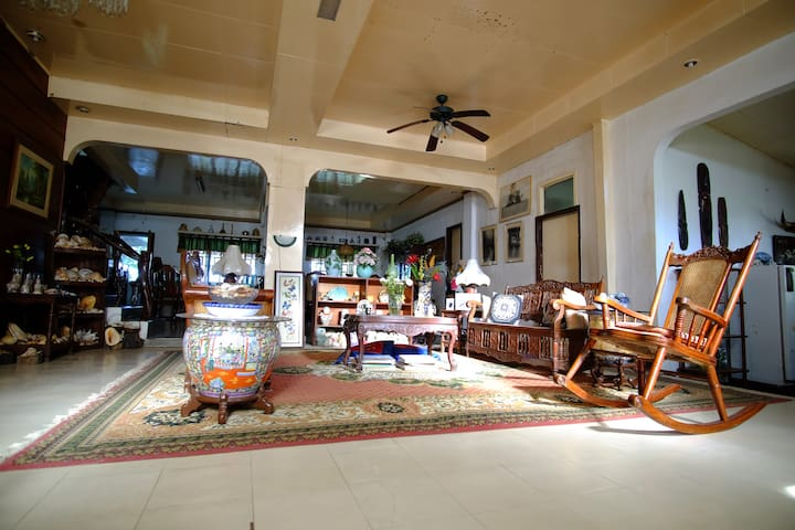 Family room with T/B at VDM Home in Mainit