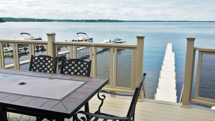 Gorgeous Lakefront Property-near track & downtown