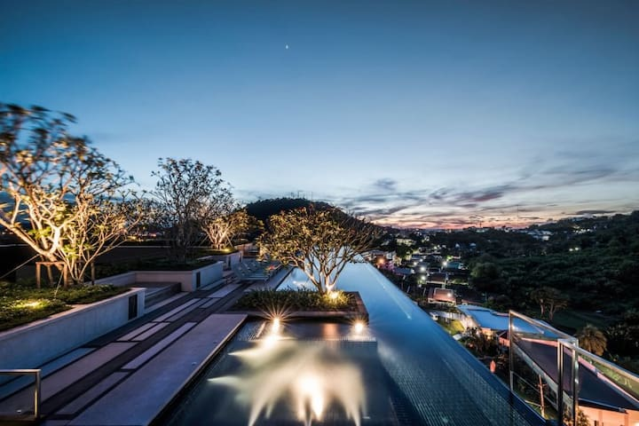 Sunset With Jacuzzi Pool on the rooftop