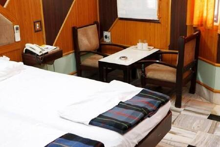 iROOMZ Ashoka Comforts Executive A/c Room