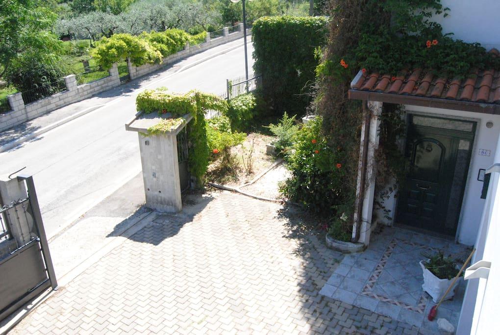 ingresso e piazzale interno