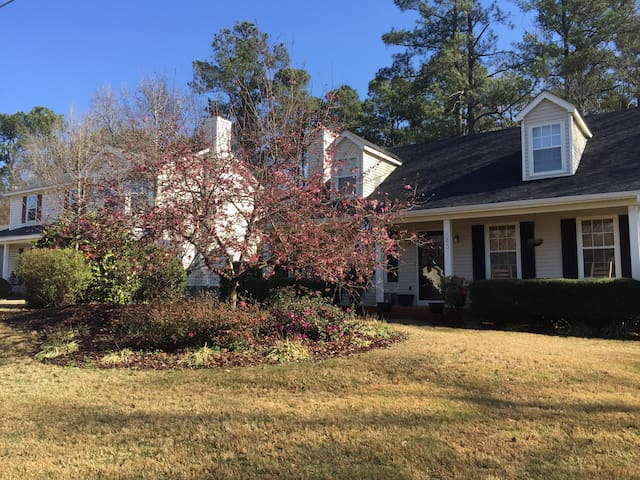 Gorgeous 4Bd Cape Cod Home close to Master's