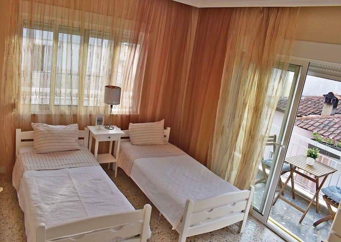 Πολύ εύκολα τα κρεβάτια μπορούν να μετατραπούν σε ένα διπλό