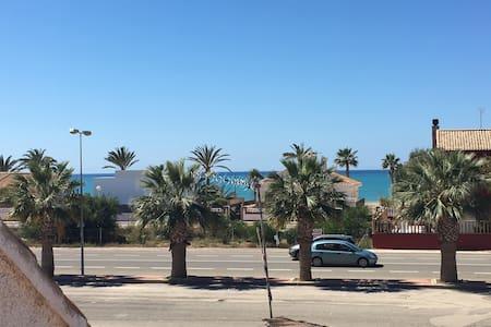 Piso en el puerto de mazarron con vistas al mar.