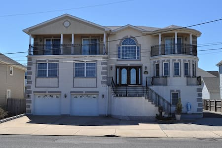 Jersey Shore beachhouse for big groups/families! - Keansburg - Σπίτι διακοπών