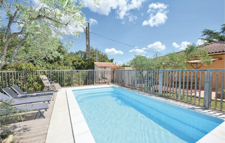 Nice home in Comps with WiFi, Outdoor swimming pool and 4 Bedrooms
