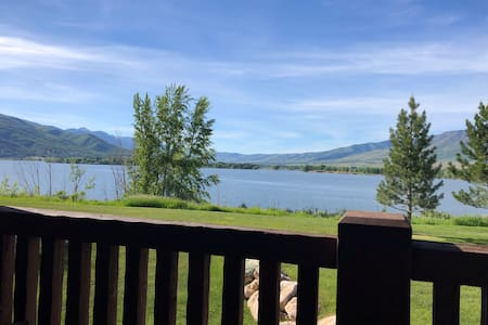 Lakefront 3 Bed 2 1/2 Bed Condo, Min to Skiing