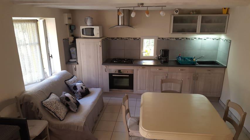 Charmante petite maison de village avec cour