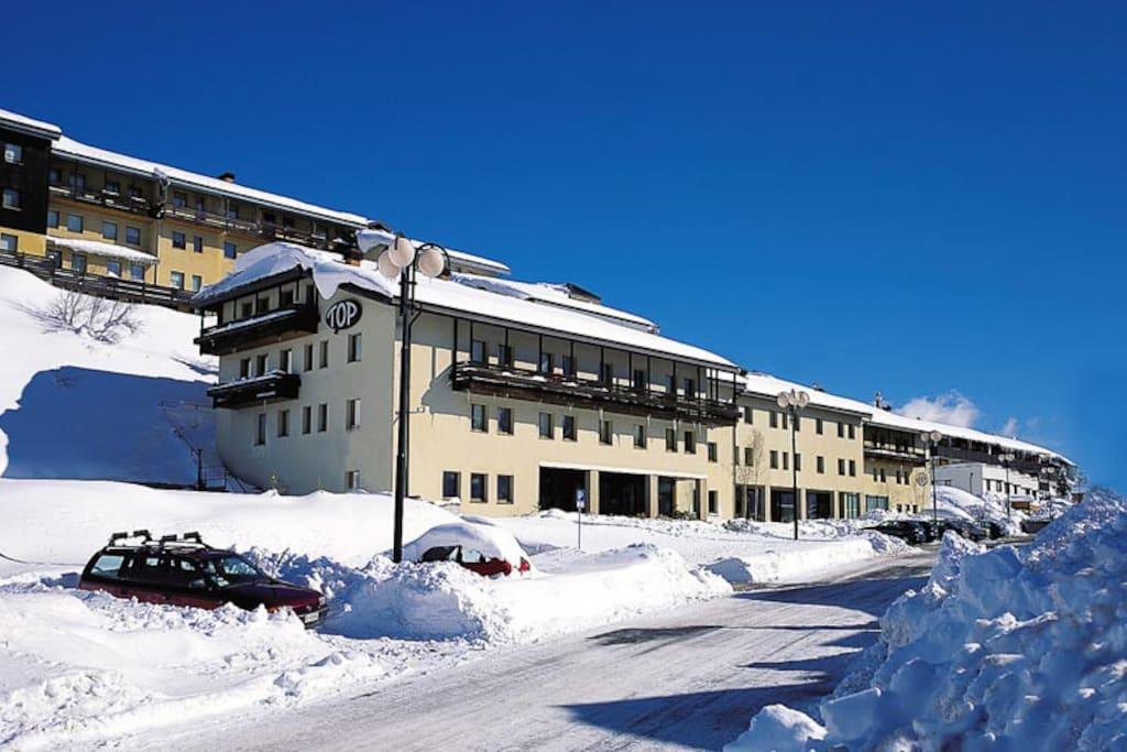 Appartamento sulle piste da sci a passo del tonale - Residence sulle piste da sci con piscina ...
