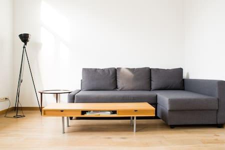 Sunny central appartment -terrasse - Saint-Gilles - Departamento