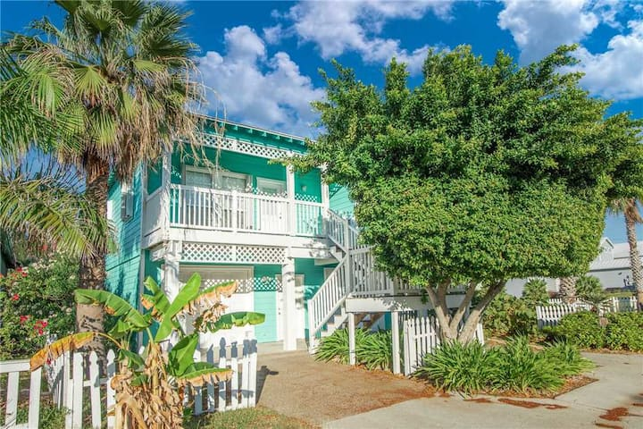 Beach Walk Lane charming 3 bedroom, 2 bath home is located in a Beachfront community! Pool & Hot Tub! Boardwalk to BEACH!
