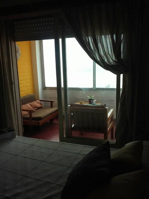 Balcón visto desde el dormitorio
