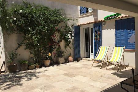 Toulon Mourillon proche plages meublé charme 60 m2