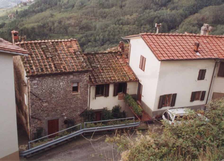 Häusergruppe von oben (Haus links ist Mietobjekt)