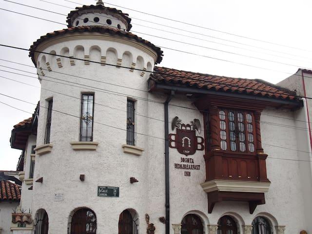 Historic castle near the city room VI - Bogotá - ที่พักพร้อมอาหารเช้า