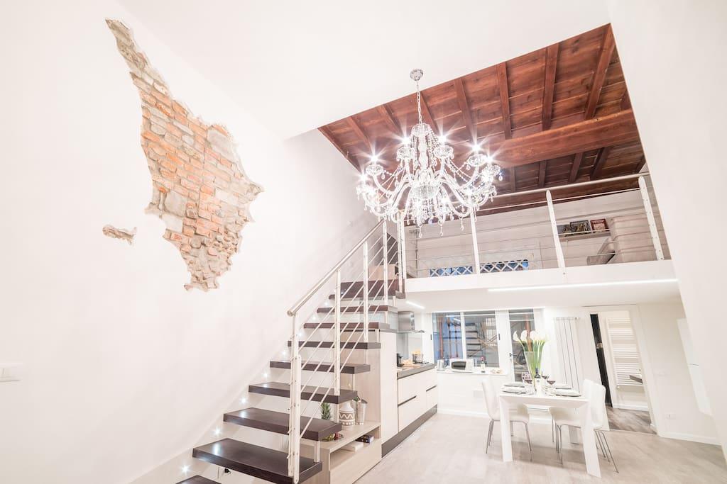 vista della cucina e del soppalco - stairs to the mezzanine
