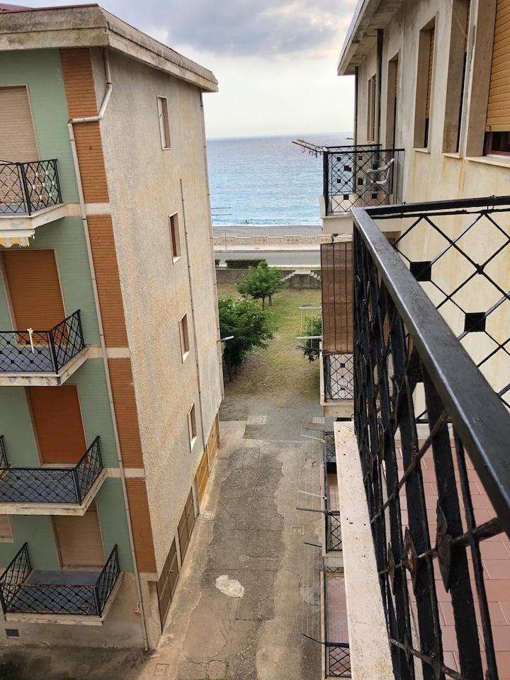 Calabria Torremezzo appartamento mare 8 ospiti