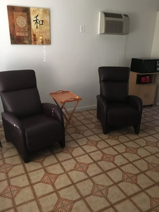 2 recliners in living room with cable TV