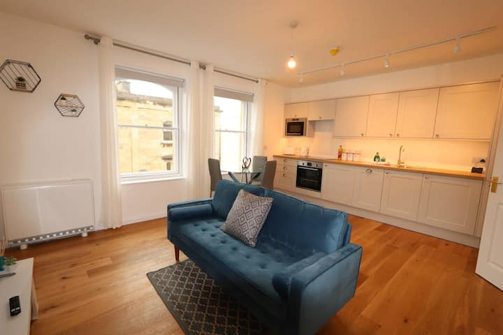 2nd Floor Apartment- Freshly Renovated in the heart of Clifton!