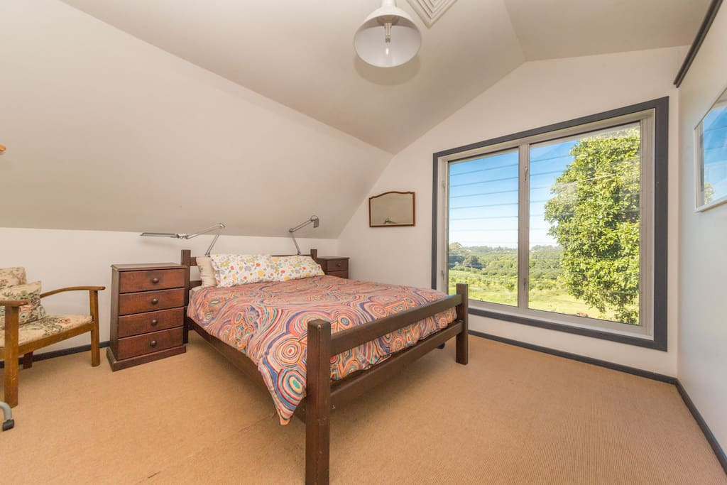 Main bedroom with a queen size bed and panoramic views.