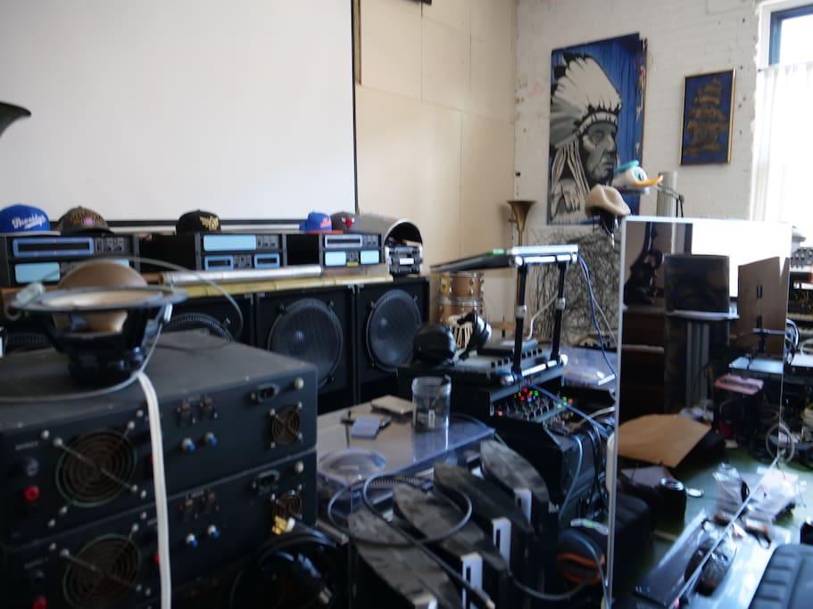 Music Studio, DJ Booth, Speaker Workshop
