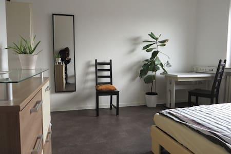 Privatzimmer mit w-lan; guestroom documenta