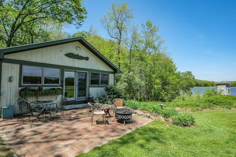 Island View Cottage - A Cozy Waterfront Escape