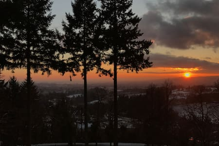 Wind Song ~ Wine Country Guest House - Newberg - Pension