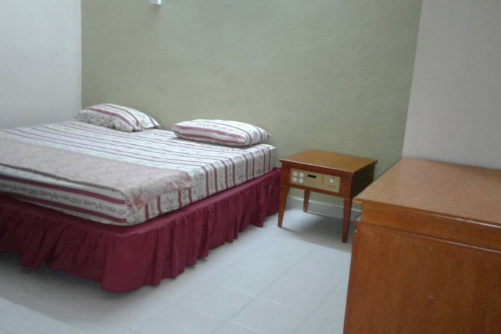 Second bedroom (1 king bed)