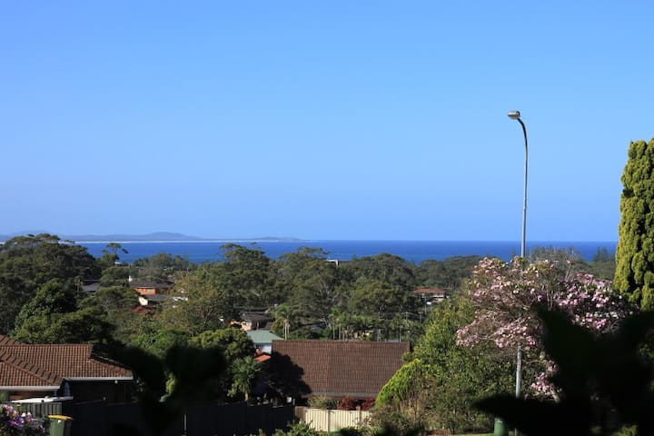 Hi on the Hill - ocean view, 2 brm self contained - Port Macquarie - Haus