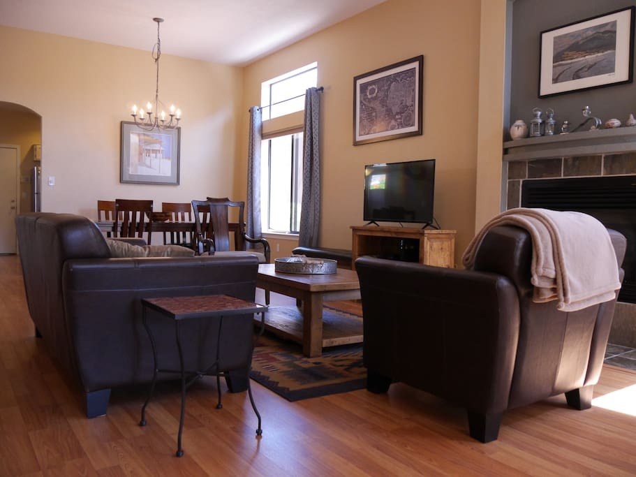 Enjoy our comfortable living & dining room, perfect for entertaining.