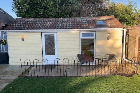 Cosy 1 bed Garden Annexe - Stanway Colchester
